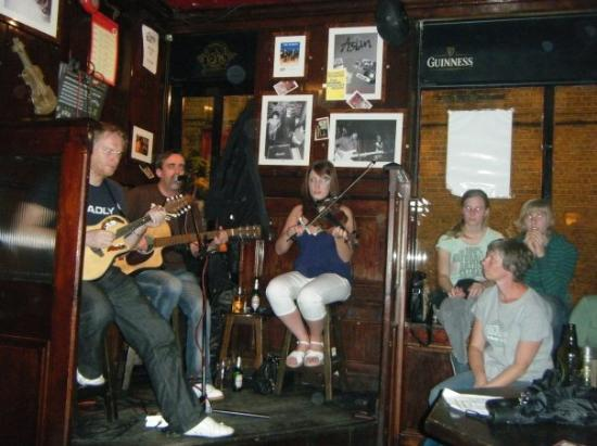 The Temple Bar: Irish band....best ever!