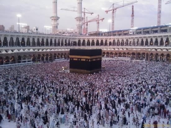 เมกกะ, ซาอุดีอาระเบีย: Mecca IPA: /ˈmɛkə/, also spelled Makkah  Arabic: مكّة المكرمة, literally: Honored Mecca) is a c