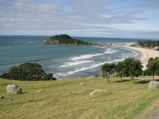 Maunganui Beach: Walking up the Mount