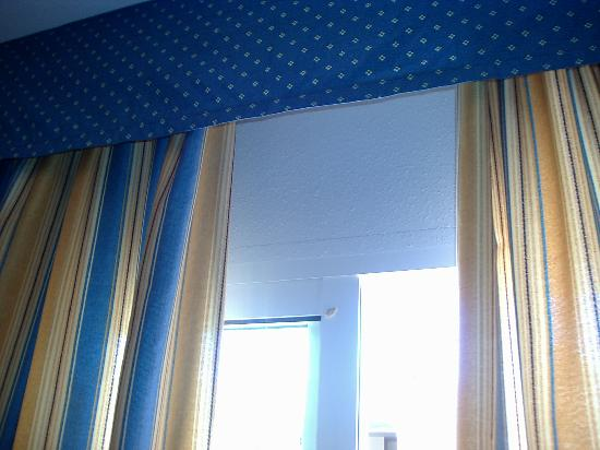 Mojacar Beach Hotel de Apartamentos: chicle en la ventana