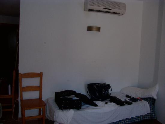 Mojacar Beach Hotel de Apartamentos: salon y dormitorio