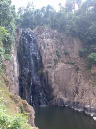 Prachin Buri, Tailândia: It's hard to tell from the photo but this waterfall is actually far away and huge, 80M hight, th
