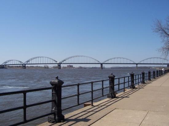 ดาเวนพอร์ท, ไอโอวา: missisippi river, davenport, iowa, my fave pic.