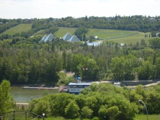 Edmonton, Canada: River Boat and Botanical Pyramids