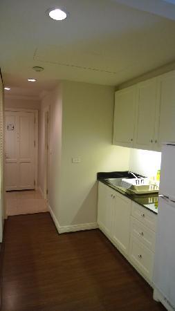 Saladaeng Colonnade: kitchen