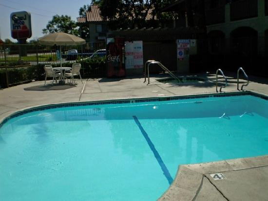 Good Nite Inn Camarillo: The pool area