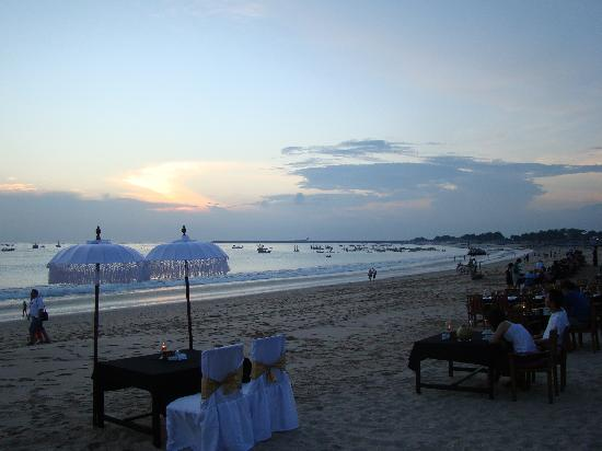 Villa Uma River: diner sur la plage...