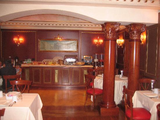 River Palace Hotel: Salle du petit déjeuner