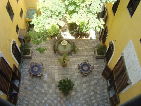Riad Le Calife: Admirando el patio,precioso!.
