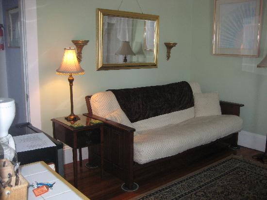 Belle View Inn : Sitting / Living Room