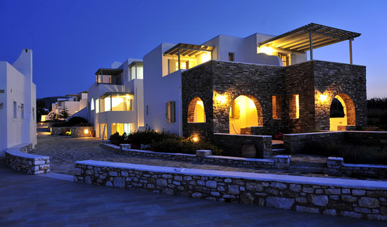 Naoussa, Yunani: Resort by night