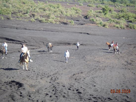 Paricutín Volcano: Walking over lava