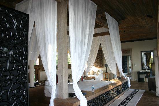 Khayangan Estate : Main bedroom