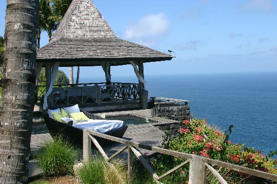 Khayangan Estate : Relaxation area in gardens