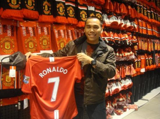 quality design c38e8 d6c51 at Manchester United Mega Store. Manchester United Jersey ...