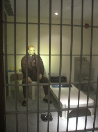 Hong Kong Correctional Services Museum: 隣にショッキングな展示物もあり