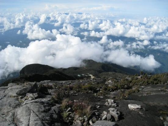 Mount Kinabalu: Sea of cloud.