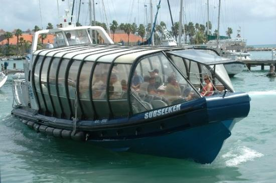 Oranjestad, Aruba : The boat that took us out to the submarine
