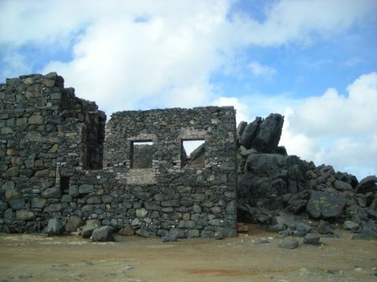 Oranjestad, Aruba : This is an old ruin of a place where the ships used to come in with gold