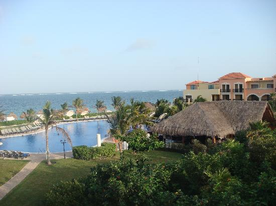 Ocean Coral & Turquesa: view of 'quiet' pool from privilege room