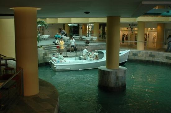 Oranjestad, Aruba: Inside the Mall
