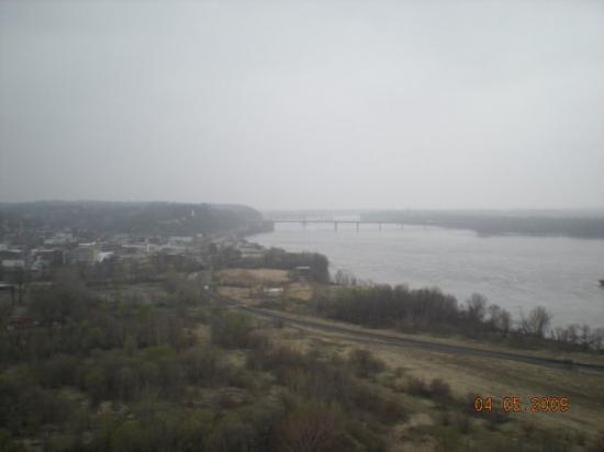 ฮันนิบาล, มิสซูรี่: View from Lover's Leap - the Hannibal on the banks of the Mississippi.