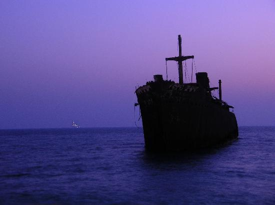 Kish Island, Irán: Greek Ship at Sunset