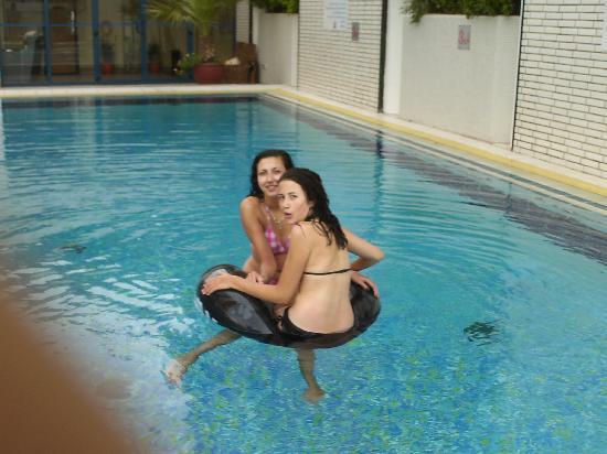 Mercure Abu Dhabi Centre Hotel: Hotel pool