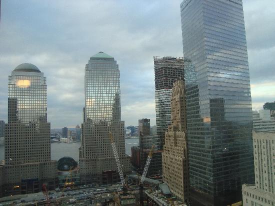 โรงแรมมิลเลเนียมฮิลตัน: View From Window