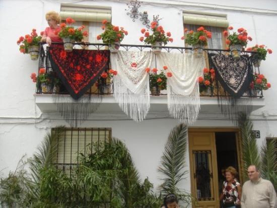 """เอสเตโปนา, สเปน: La déco des balcons pendant """"la féria"""" de Estepona"""