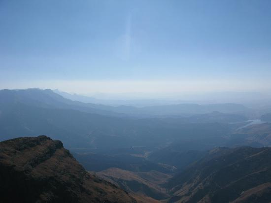 uKhahlamba-Drakensberg Park, South Africa: View asm descending Ampitheatre