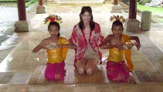 Bali, Indonesien: 10 and 11 year old girls in Ubud