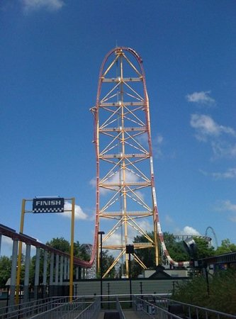 Сандаски, Огайо: Top Thrill Dragster in Cedar Point.  0-120 in 4 and a half seconds and then 420 ft straight up a