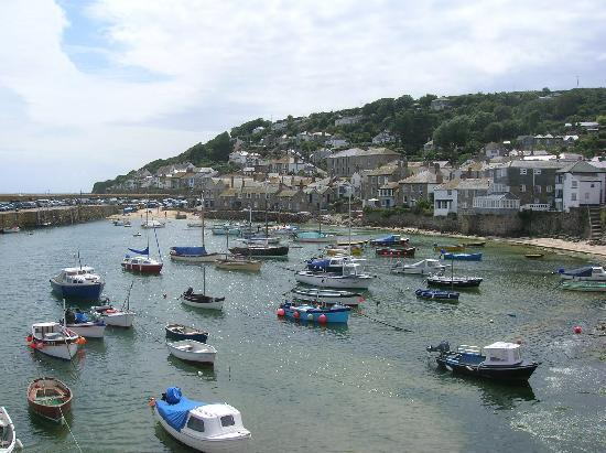 Lombard House Hotel: pretty Mousehole village nearby
