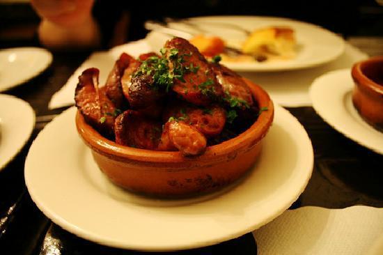 Canela Tapas & Wine Bar : chistorras/spanish sausages