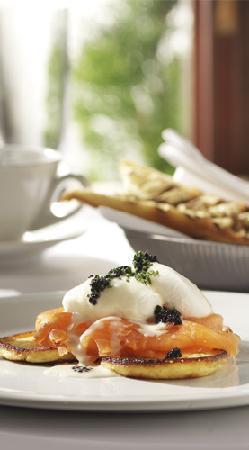 Canela Tapas & Wine Bar : tasty eggs brunch