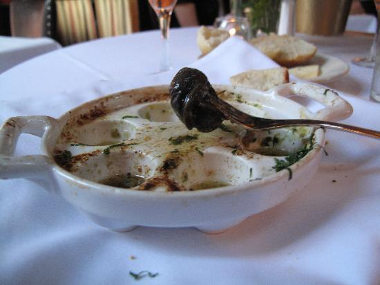 Aquitaine: Escargot in garlic butter and wine