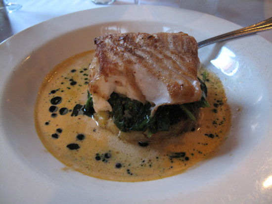 Aquitaine: Cod/lobster dish with spinach, potatoes and cream