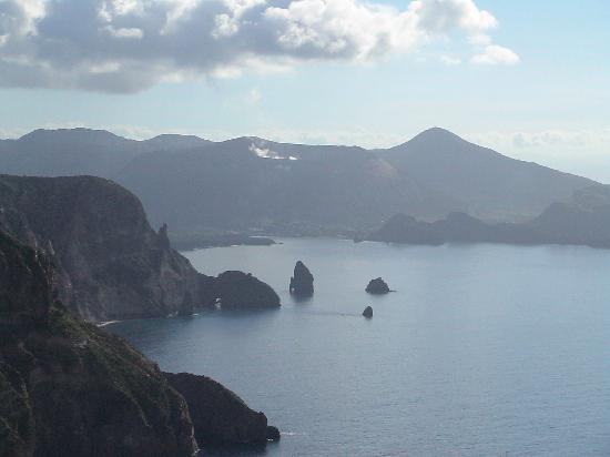 Patti, Italy: Le Eolie: Vulcano vista da Lipari