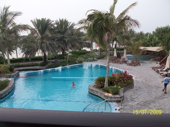 JA Palm Tree Court: pool from above