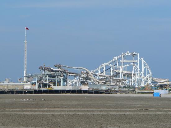 Morey's Piers and Beachfront Water Parks: Surfside Pier w/ Great Nor'Easter