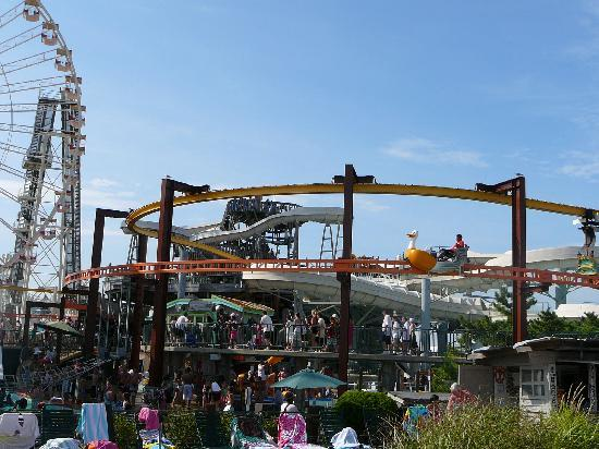Morey's Piers and Beachfront Water Parks: Ragin Waters Slides & Mariner's Pier amusements
