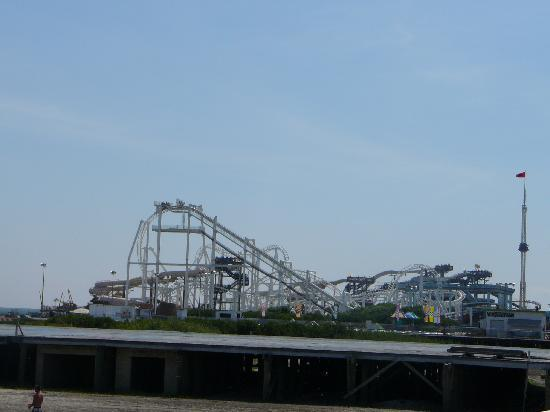 Morey's Piers and Beachfront Water Parks: Surfside Pier & Oasis Waterpark
