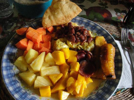 El Guacamayo Camp Ground: Breakfast