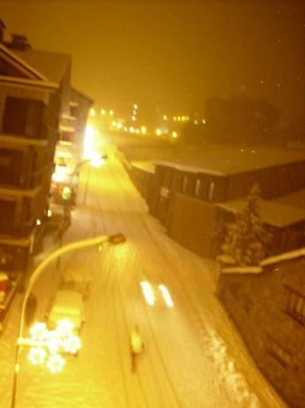 Arinsal, อันดอร์รา: Day 4: Another nice view out of our window during the snowstorm at night