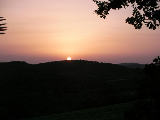 Hotel Villa La Grotta: Magnificent sunsets from the terrace