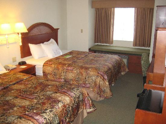 La Quinta Inn Missoula: View entering room
