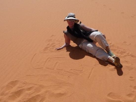 "Awbari, ลิเบีย: ""Angelika"",.... can you read it in the sand?"