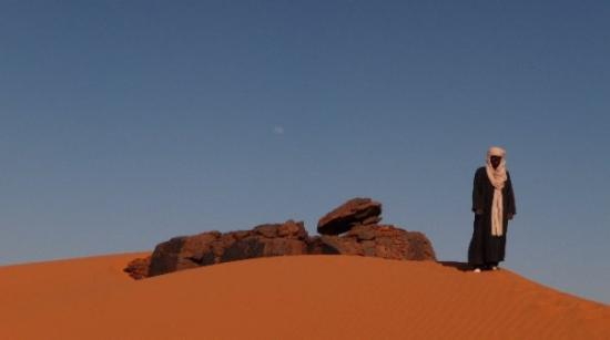 Awbari, ลิเบีย: Touareg Khalifa with moon! (can it get any better?)
