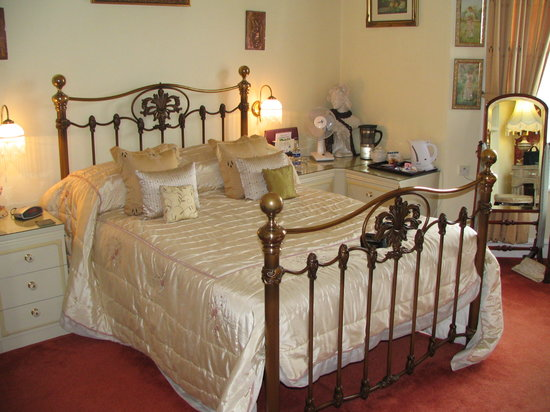 Creston Villa Guest House: Victorian Room